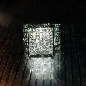 Jewelry - NWOT White sapphire pedestal ring